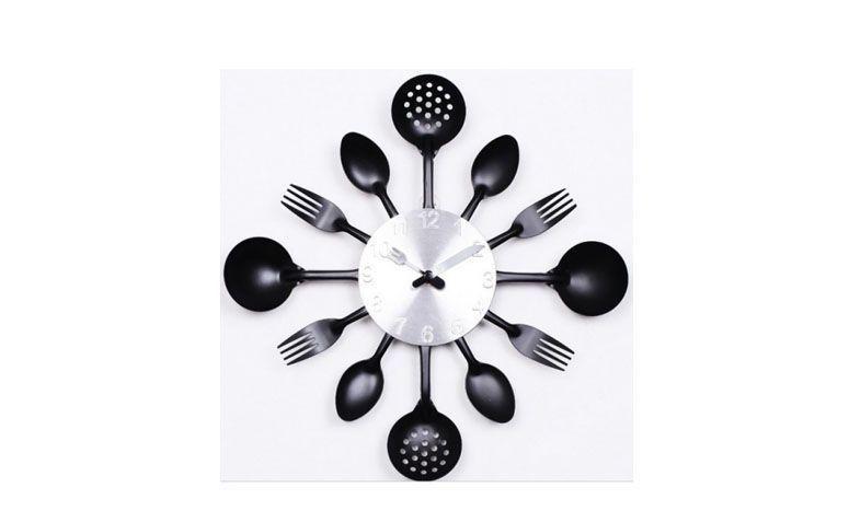 """Relógio de parede por R$139,90 na <a href=""""http://www.megatnt.com.br/relogio-de-parede-para-cozinha-com-faca-garfo-e-colher.html"""" target=""""blank_"""">Mega TNT</a>"""