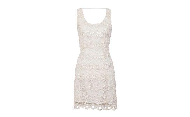 "Vestido de renda guipure branco por R$998 na <a href=""http://www.oqvestir.com.br/vestido-renda-guipure-branco-35961.aspx/p"" target=""_blank"">OQvestir</a>"