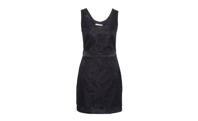 "Vestido rendado preto por R$379 na <a href=""http://www.oqvestir.com.br/vestido-tubinho-rendado-preto-35785.aspx/p"" target=""_blank"">OQvestir</a>"
