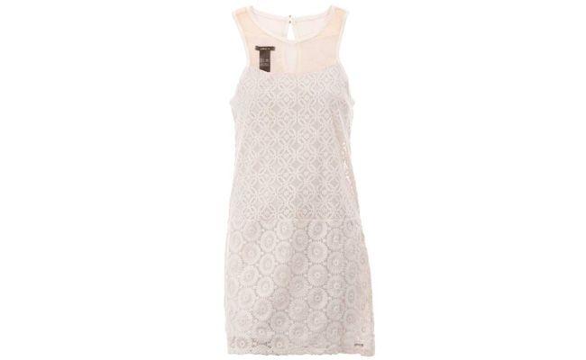 "Vestido de renda Colcci por R$379,99 na <a href=""http://www.passarela.com.br/feminino/produto/6400510563/Vestido-Renda-E-Tule-Colcci-440104594---Natural/"" target=""_blank"">Passarela</a>"