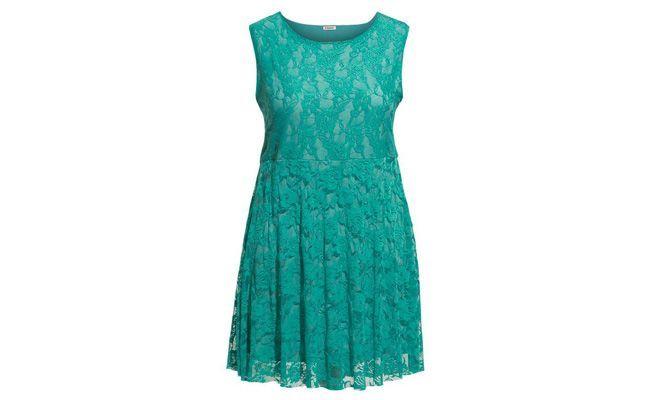 """Vestido renda plus size por R$99,99 na <a href=""""http://bit.ly/1eRoXln"""" target=""""_blank"""">Posthaus</a>"""