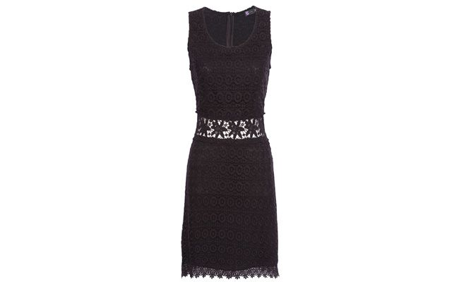 "Vestido renda guipure por R$698 na <a href=""http://www.oqvestir.com.br/vestido-renda-guipure-preto-34064.aspx/p"" target=""_blank"">OQvestir</a>"