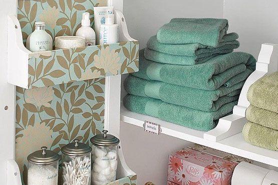 Coordene os diversos elementos que fazem parte da decoração do banheiro, combinando suas cores e estampas.