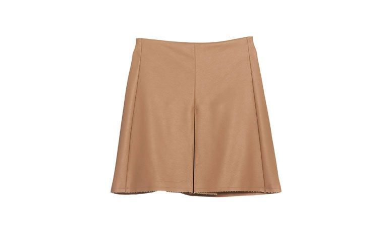 "Saia Leather Fenda por R$149,90 na <a href=""http://ad.zanox.com/ppc/?29468978C73122742&ULP=[[https://amaro.com/p/saia-leather-fenda/capuccino?utm_source=zanox&utm_campaign=deeplink&utm_medium=cpa]]"" rel=""nofollow"" target=""blank_"">Amaro</a>"