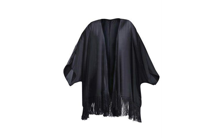 """Quimono Quintess por R$89,99 na <a href=""""http://ad.zanox.com/ppc/?29470443C69044588&ULP=[[http://www.posthaus.com.br/moda/kimono-transparente-e-detalhe-de-franjas-preto_art184299.html?utm_source=zanox&utm_medium=afiliados&utm_campaign=deeplink]]"""" target=""""blank_"""">Posthaus</a>"""