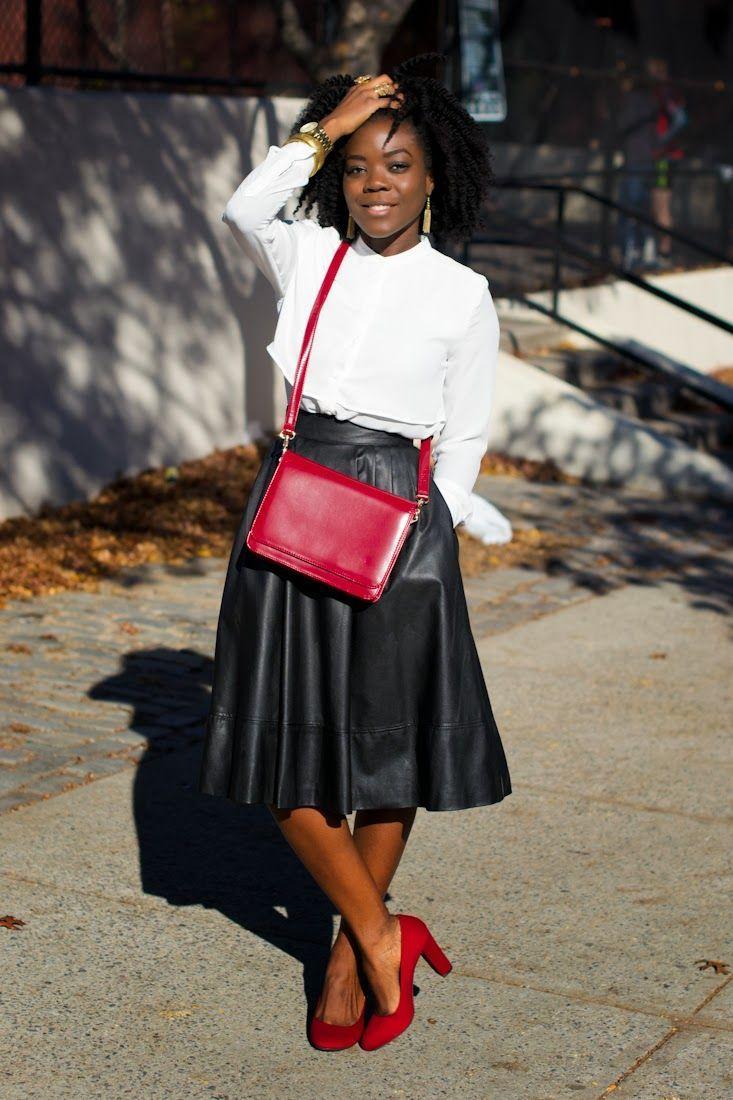 "Foto: Reprodução / <a href=""http://www.simplycyn.com/uncategorized/happy-monday-white-shirt-black-skirt-2/"" target=""_blank"">Simply Cyn</a>"