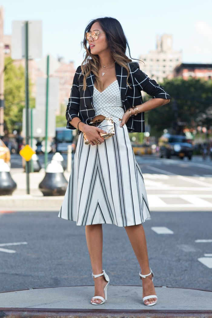 """Foto: Reprodução / <a href=""""http://dev.songofstyle.com/2014/09/grid-lines-during-nyfw.html"""" target=""""_blank"""">Song of Style</a>"""