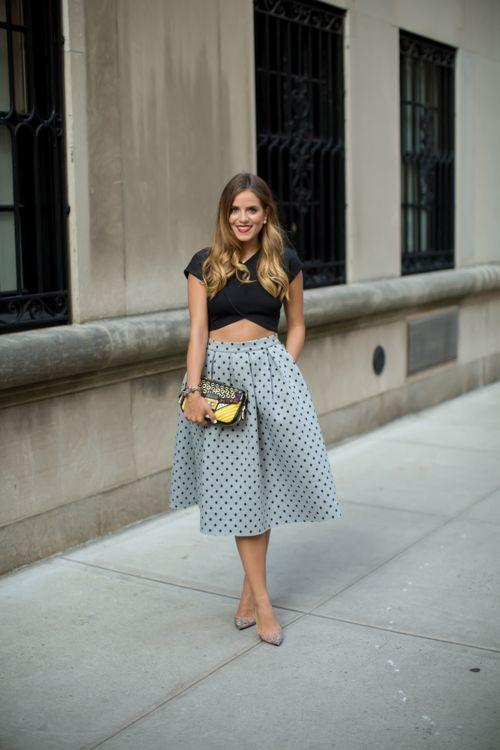 "Foto: Reprodução / <a href=""http://galmeetsglam.com/2014/10/polka-dot-midi-skirt/"" target=""_blank"">Gal Meets Glam</a>"