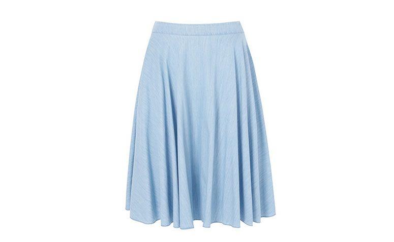 "Saia midi Eva por R$ 399,00 na <a href=""http://www.oqvestir.com.br/saia-midi-eva-jeans-light-azul.html?new"" target=""_blank"">Oqvestir</a>"