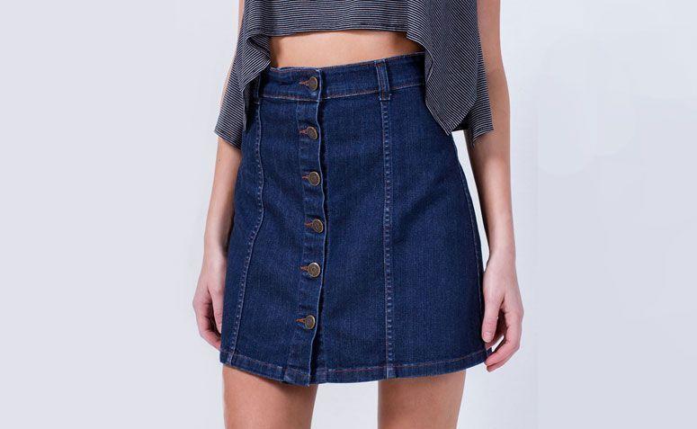 "Saia jeans com abotoamento por R$ 79,90 na <a href=""http://www.lojasrenner.com.br/p/saia-jeans-com-abotoamento-538782471-538782489"" target=""_blank"">Lojas Renner</a>"