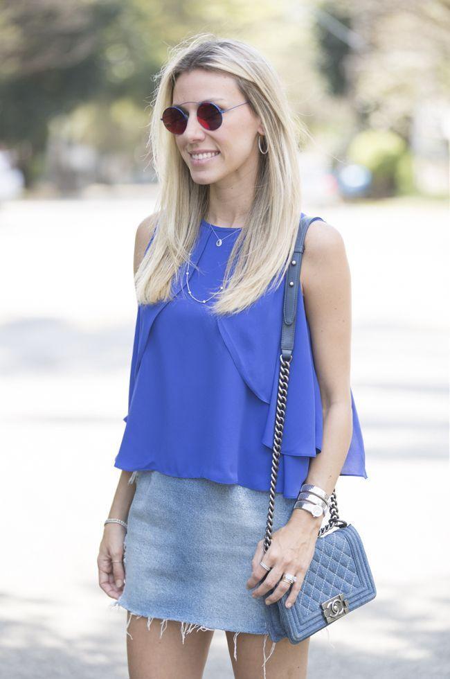 """Foto: Reprodução / <a href=""""http://www.glam4you.com/look-com-saia-jeans-e-crepe/ """" target=""""_blank"""">Glam4you</a>"""