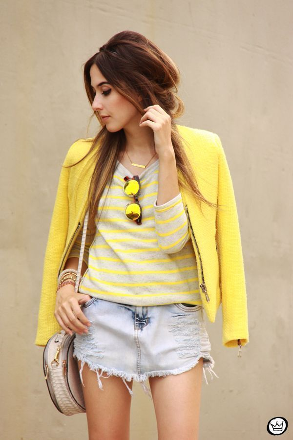 "Foto: Reprodução / <a href=""http://fashioncoolture.com.br/2014/12/02/vert-tenis-gap-striped-jumper-denim-skirt/ "" target=""_blank"">Fashion Coolture</a>"