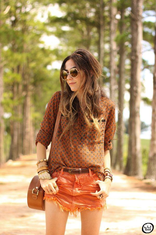 "Foto: Reprodução / <a href="" http://fashioncoolture.com.br/2015/01/02/degrant-denim-skirt-emblem-eyewear/ "" target=""_blank"">Fashion Coolture</a>"