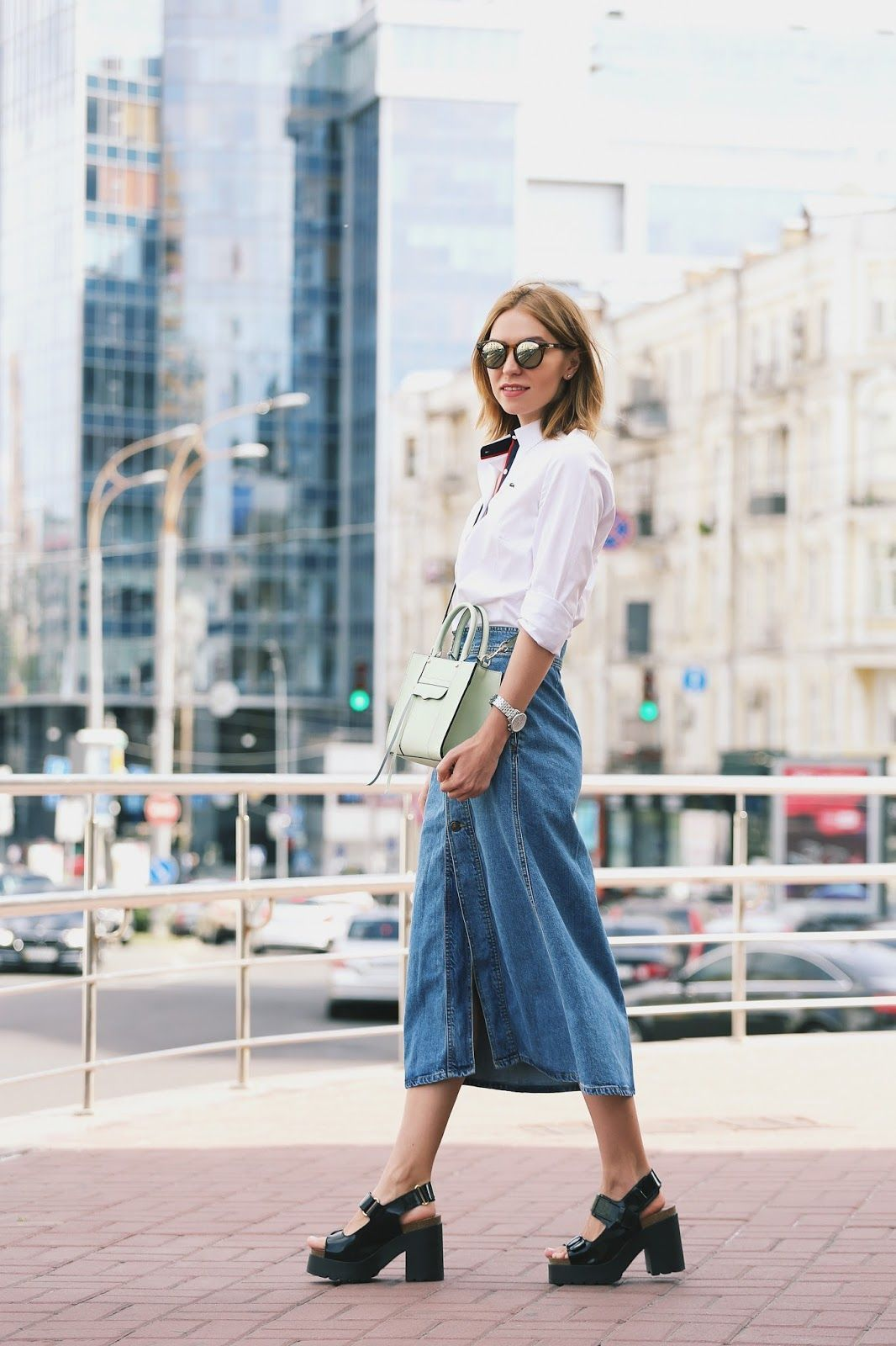 "Foto: Reprodução / <a href=""http://www.allaboutaccent.com/2015/07/spotted-denim-skirt.html "" target=""_blank"">All about accent</a>"