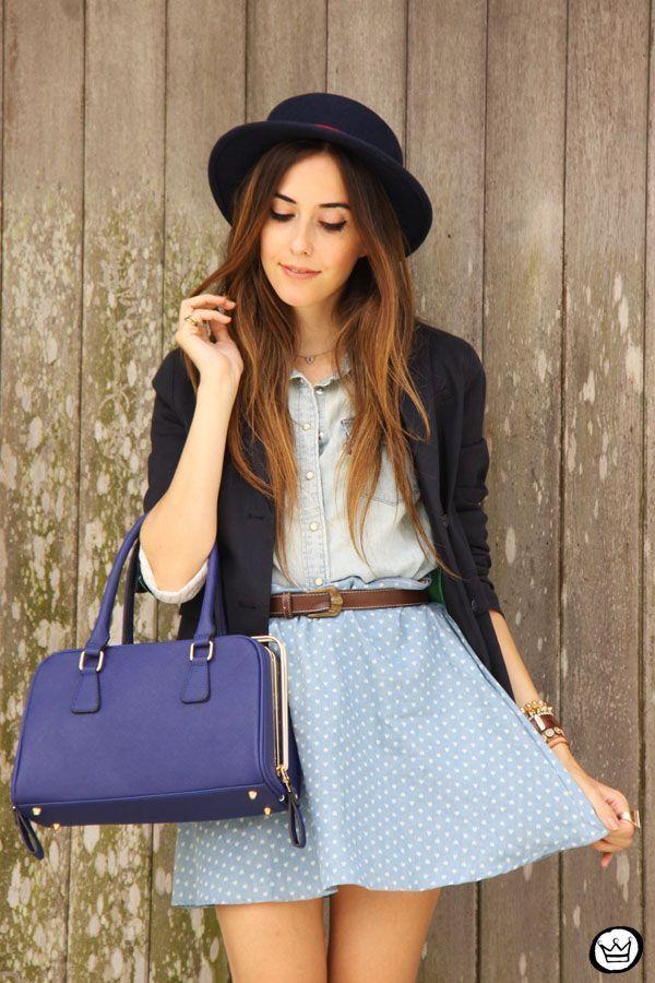 "Foto: Reprodução / <a href=""http://fashioncoolture.com.br/2015/01/19/eloecom-blue-skirt-outfit-with-a-hat/ "" target=""_blank"">Fashion Coolture</a>"