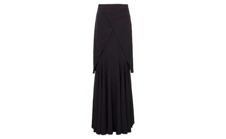 Długa spódnica czarny przez R $ 1.014,00 w OQVestir
