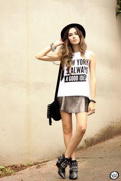 "Foto: Reprodução / <a href=""http://fashioncoolture.com.br/2014/12/12/pandora-t-shirts-sequined-skirt-studedd-boots/"" target=""_blank"">Fashion Coolture</a>"