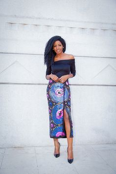 "Foto: Reprodução / <a href=""http://stylepantry.com/2014/05/02/off-shoulder-blouse-beaded-sequin-midi-skirt/"" target=""_blank"">Style Pantry</a>"