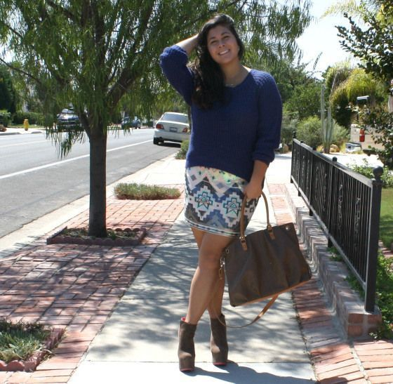 "Foto: Reprodução / <a href=""http://theinbetweengirls.com/2013/09/30/sequins-skirts-and-sweaters-ootd/"" target=""_blank"">The in between girls</a>"