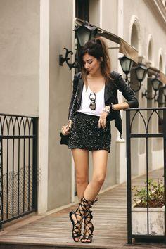 "Foto: Reprodução / <a href=""http://fashioncoolture.com.br/2015/10/16/dafiti-sequins-skirt-leather-jacket/"" target=""_blank"">Fashion Coolture</a>"