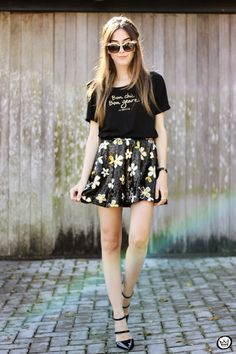 "Foto: Reprodução / <a href=""http://fashioncoolture.com.br/2015/06/12/black-and-gold-outfit-sequined-skirt/"" target=""_blank"">Fashion Coolture</a>"