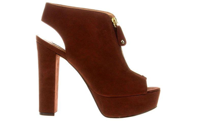 """Ankle Boot Jorge Alex por R$329,90 na <a href=""""http://ad.zanox.com/ppc/?29468868C78466345&ulp=[[http://www.zattini.com.br/produto/ankle-boot-jorge-alex-meia-pata-c-ziper-E47-0689-138?]]"""" target=""""blank_"""">Zattini</a>"""