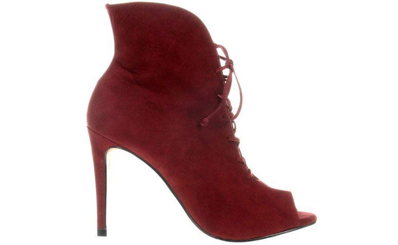 "Ankle Boot Jorge Alex por R$299,90 na <a href=""http://ad.zanox.com/ppc/?29468868C78466345&ulp=[[http://www.zattini.com.br/produto/ankle-boot-jorge-alex-amarracoes-E47-0772-788?]]"" target=""blank_"">Zattini</a>"