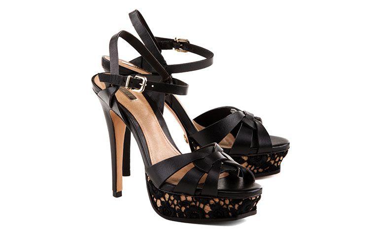 "Sandália meia pata por R$360 na <a href=""http://www.schutz.com.br/store/shoes/sandalias/sandalia-sexy-touch-black/p/0420410360002U"" target=""blank_"">Schutz</a>"