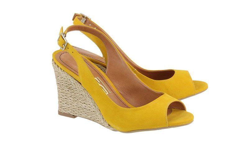 "Sandália anabela Santa Lolla por R$189,90 na <a href=""http://www.acquarelashop.com.br/sandaila-anabela-salto-medio-santa-lolla-sunny-1.html"" target=""blank_"">Acquarela Shop</a>"