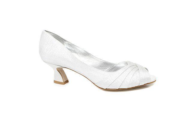 "Sapato Peep Toe por R$ 165,90 na <a href=""http://www.zariff.com.br/sapato-peep-toe-laura-porto-md1169-prata"" target=""blank_"">Zariff</a>"