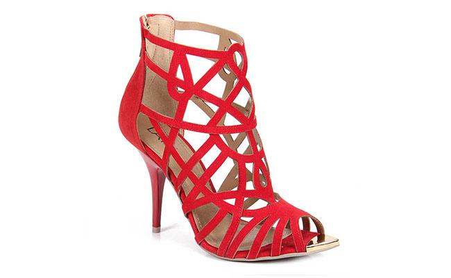 gladiator merah Lara untuk $ 159.99 pada Catwalk yang