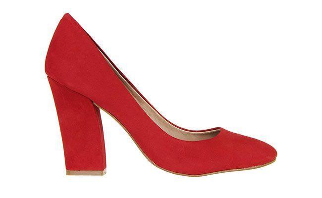 Pompy z gruby czerwony skoku Satinato przez R $ 99,90 Shop w Renner
