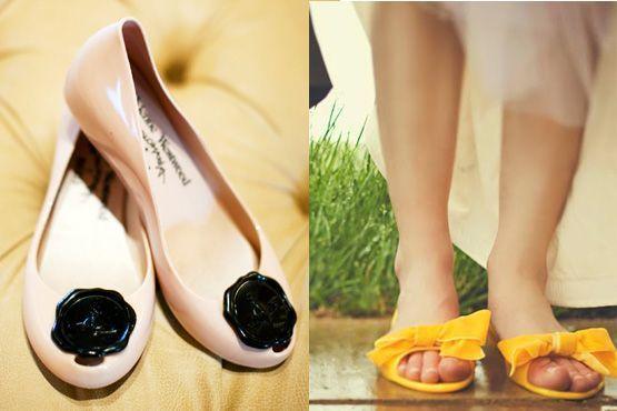 Sapatos coloridos e com detalhes