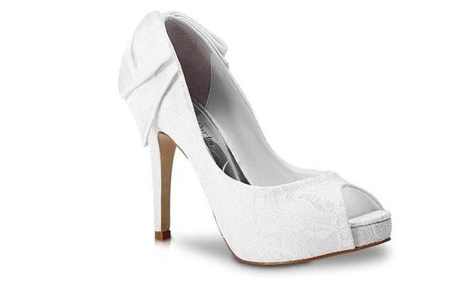 "Peep Toe Laura Porto por R$299,99 na <a href=""http://www.anita.com.br/produto/Peep-Toe-Laura-Porto-BRANCO-69761?atributo=173:BRANCO"" target=""blank_"">Anita</a>"
