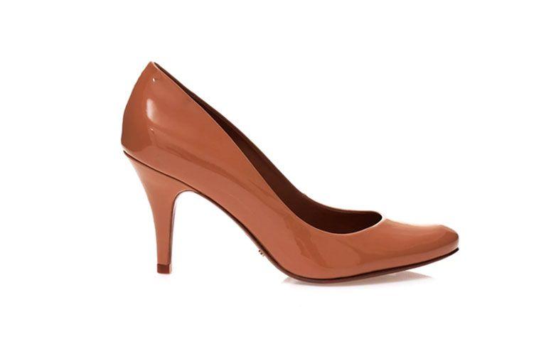 "Scarpin Essentials por R$ 290 na <a href=""http://www.schutz.com.br/store/shoes/scarpins/scarpin-salto-medio-essentials/p/0121800010209U"" target=""_blank"">Schutz</a>"