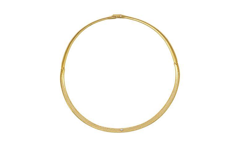 "Gargantilha banhada a ouro por R$298,00 na <a href=""http://www.vika.com.br/gargantilha-semi-joia-11205.aspx/p"" target=""blank_"">Vika</a>"