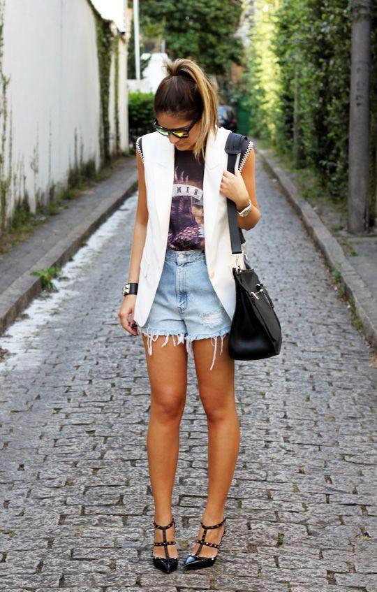 "Foto: Reprodução / <a href=""http://www.blogdathassia.com.br/br/2012/09/12/meu-look-jeans-shorts/"" target=""_blank"">Blog da Thássia</a>"