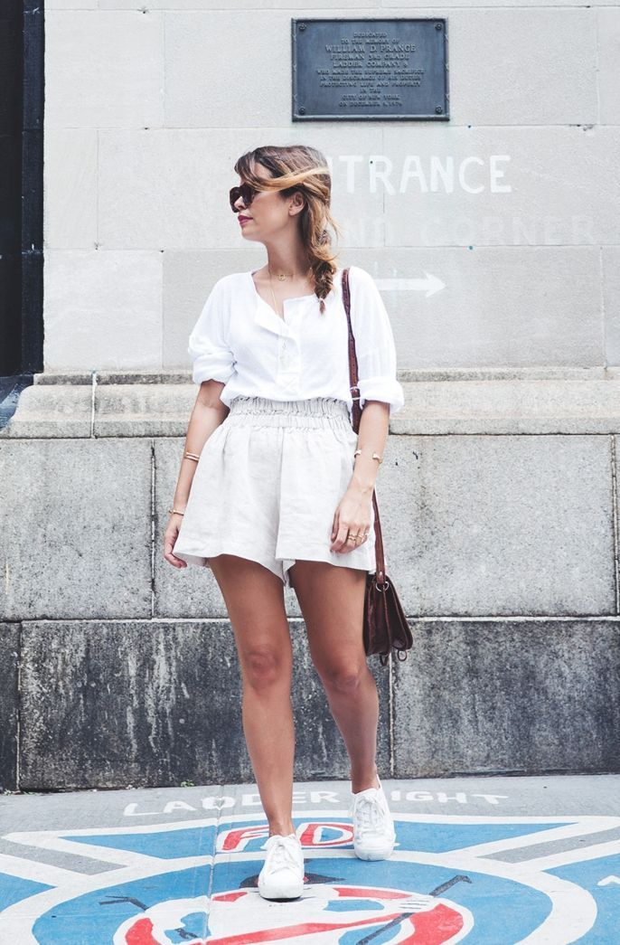 "Foto: Reprodução / <a href=""http://www.collagevintage.com/tag/outfit-high-waisted-shorts/"" target=""_blank"">Collage Vintage</a>"