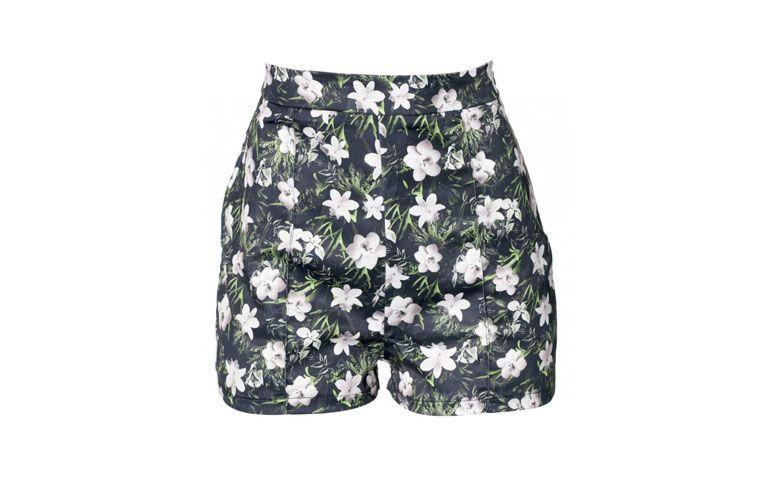 "Shorts Glossy por R$79,90 na <a href=""http://ad.zanox.com/ppc/?29468903C12403682&ULP=[[https://amaro.com/p/hot-pant-glossy/verde?epar=af_as_00_za_zanox]]"" target=""blank_"">Amaro</a>"
