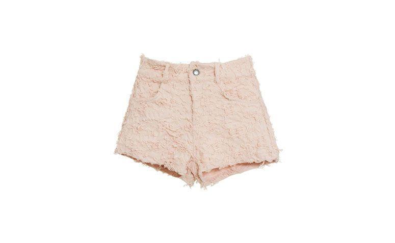 "Short Denim Pink por R$199 na <a href=""http://www.gallerist.com.br/shorts-denim-pink-7396.aspx/p"" target=""blank_"">Gallerist</a>"