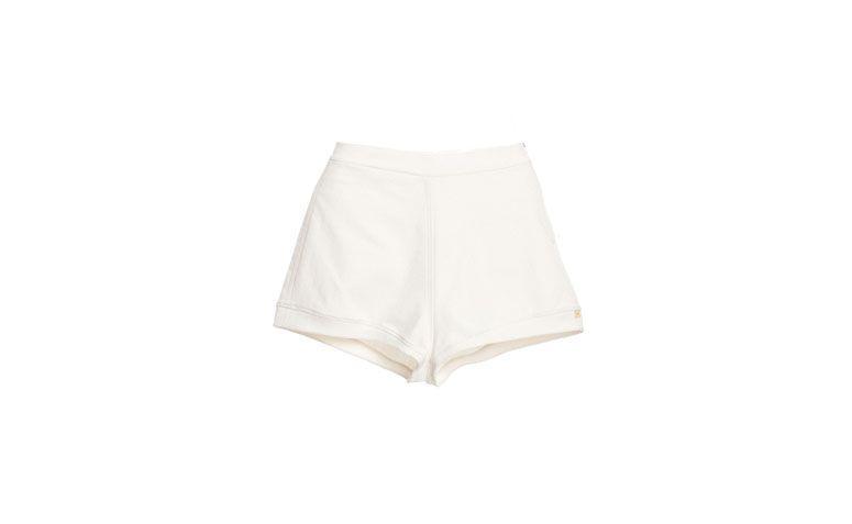 "Shorts Débora Mangabeira por R$253 na <a href=""http://www.gallerist.com.br/short-debora-mangabeira-high-waist-7426.aspx/p"" target=""blank_"">Gallerist</a>"