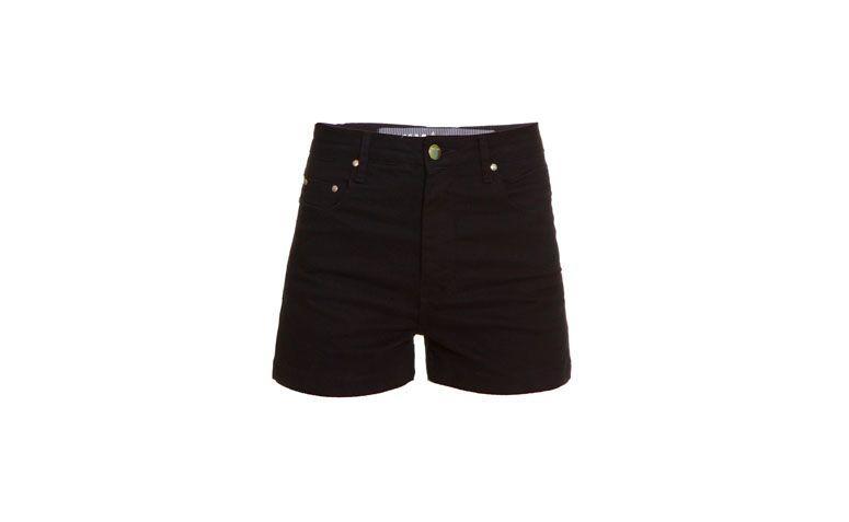 "Shorts Amapô por R$282 na <a href=""http://www.gallerist.com.br/short-amapo-high-waist-black-7855.aspx/p"" target=""blank_"">Gallerist</a>"