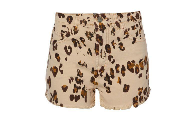 """Shorts Farm por R$159 na <a href=""""http://www.oqvestir.com.br/short-cintura-alta-farm-oniza---bege-61551.aspx/p"""" target=""""blank_"""">Oqvestir</a>"""