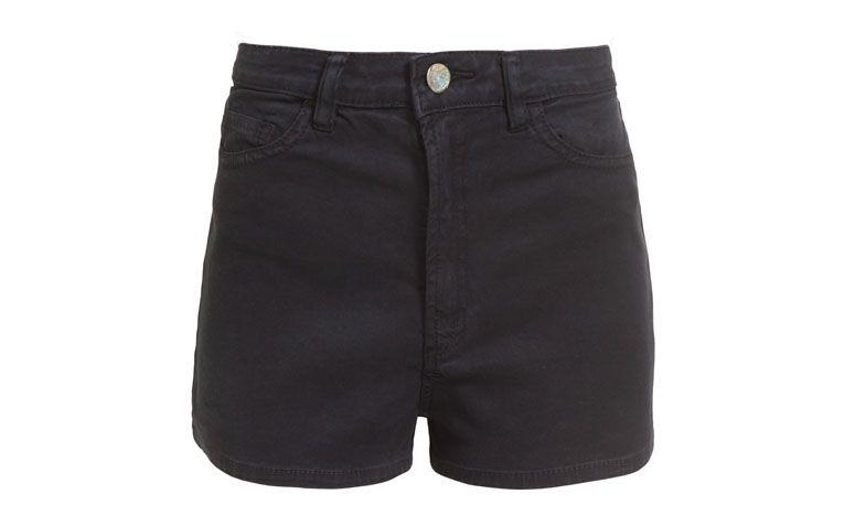 "Shorts Farm por R$159 na <a href=""http://www.oqvestir.com.br/short-farm-cintura-alta-color---preto-61568.aspx/p"" target=""blank_"">Oqvestir</a>"