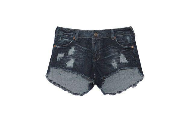 """Short jeans desfiado por R$229,00 na <a href=""""http://www.oqvestir.com.br/short-jeans-alemanha---azul-41997.aspx/p"""" target=""""_blank""""> Oqvestir</a>"""