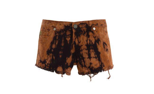 """Short tie dye por R$358,00 na <a href="""" http://www.shop2gether.com.br/shorts-maldivas.html"""" target=""""_blank""""> Shop2gether</a>"""