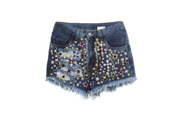 """Short jeans bordado por R$1161,30 na <a href=""""http://www.gallerist.com.br/Shorts-Jeans-Bordado-Joy-4834.aspx/p """" target=""""_blank""""> Gallerist</a>"""