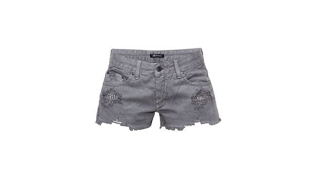 "Shorts Jeans Mandi Feminino por R$93,00 na <a href=""http://www.theboutique.com.br/Shorts/shorts-belize-jeans-chumbo-mandi-feminino-jeans-chumbo-.html"" target=""blank_"">The Boutique</a>"