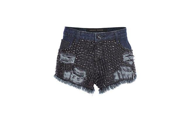 "Shorts Jeans Espaço Fashion por R$308,55 na <a href=""http://www.glamour.com.br/short-espaco-fashion-bordado-preto-191715/p"" target=""blank_"">Glamour</a>"