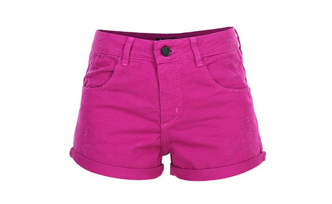 "Shorts Jeans Maria Filó por R$186,00 na <a href=""http://www.glamour.com.br/short-maria-filo-combat-color-roxo-187607/p"" target=""blank_"">Glamour</a>"
